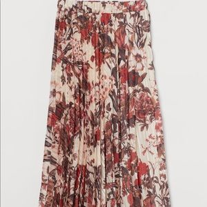 H & M floral pleated skirt size small